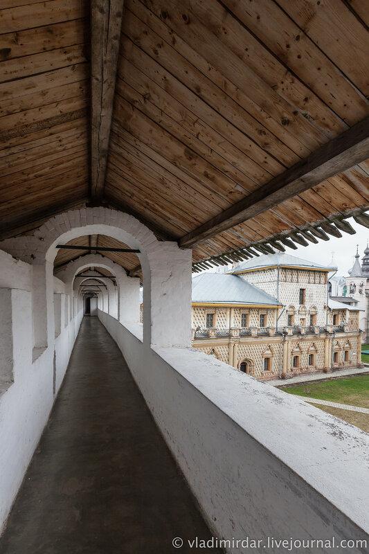 Крытый переход западной крепостной стены. Ростовский кремль.