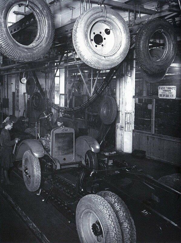 Горьковский автомобильный завод. Главный конвейер. 1930 г.jpg