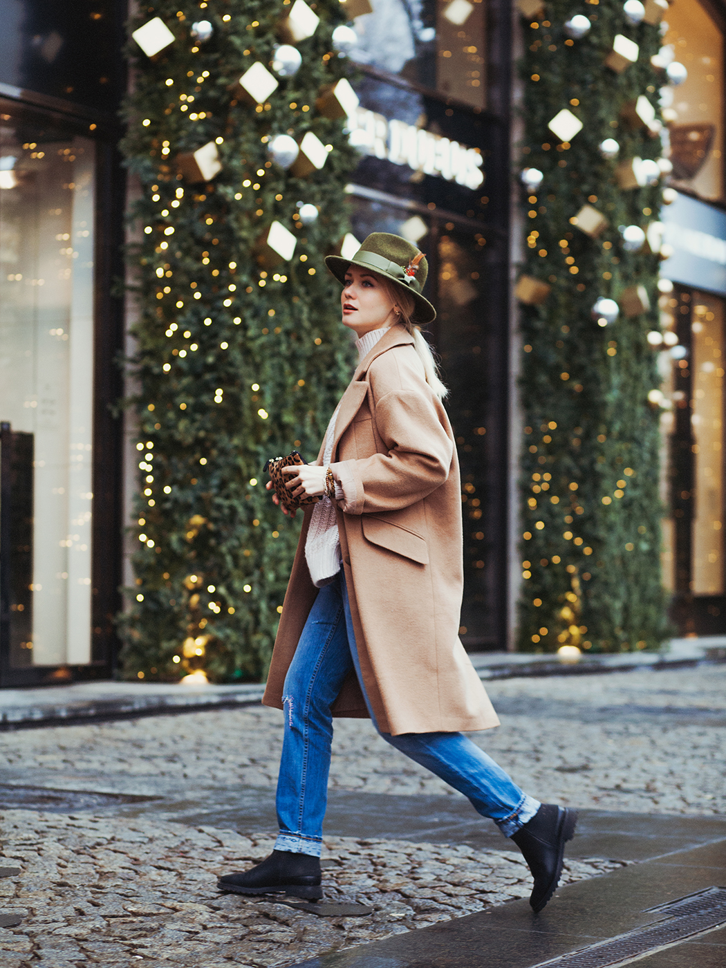 inspiration, streetstyle, autumn outfit, autumn streetstyle, moscow fashion week, annamidday, top fashion blogger, top russian fashion blogger, фэшн блогер, русский блогер, известный блогер, топовый блогер, russian bloger, top russian blogger, streetfashion, bobbi brown, lipstick, помады бобби браун, russian fashion blogger, blogger, fashion, style, fashionista, модный блогер, российский блогер, ТОП блогер, ootd, lookoftheday, look, популярный блогер, российский модный блогер, annamidday, russian girl, с чем носить бежевое пальто,  girly, how to wear hat, beige coat, красивая девушка, русская девушка, fashion week