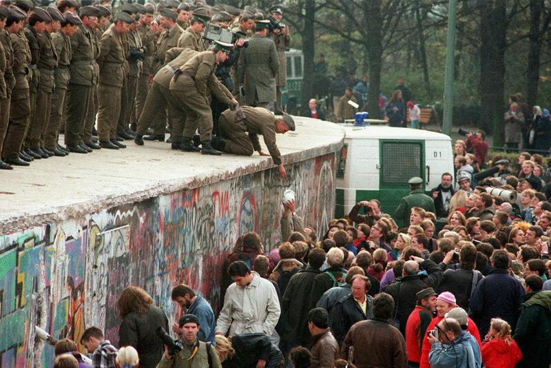 25 лет падения Берлинской стены. Уникальные исторические фотографии 0 1b49ec 36f5d4bb XL