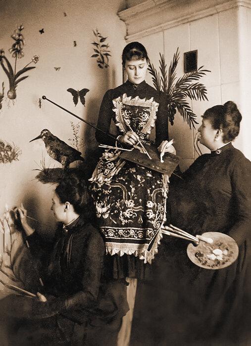Великая княгиня Елизавета Федоровна за занятиями живописью. Конец 1880-х гг.