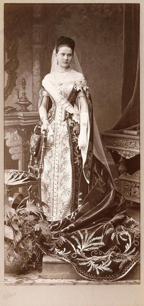 Портрет Зинаиды Николаевны Юсуповой в платье фрейлины. 1882