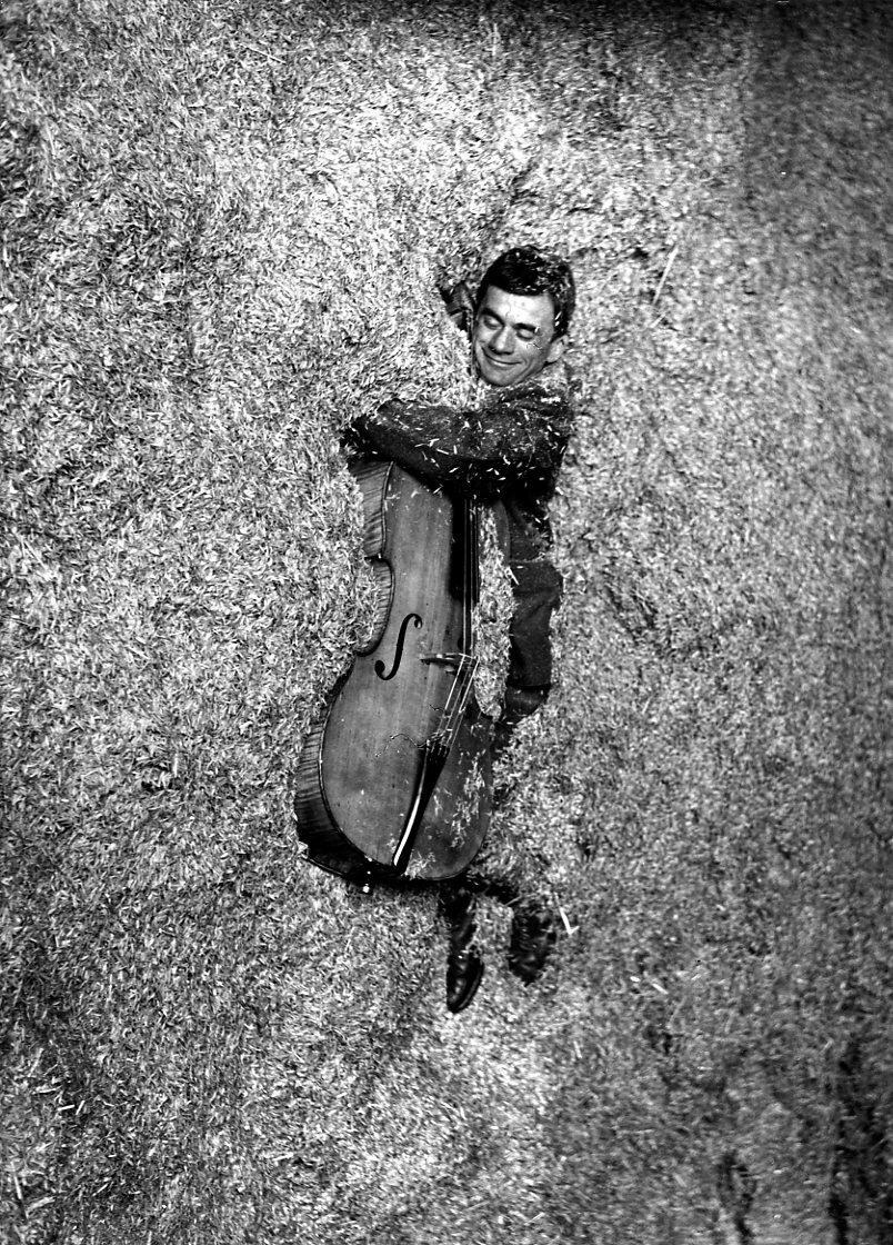 1957. Музыкант в соломе