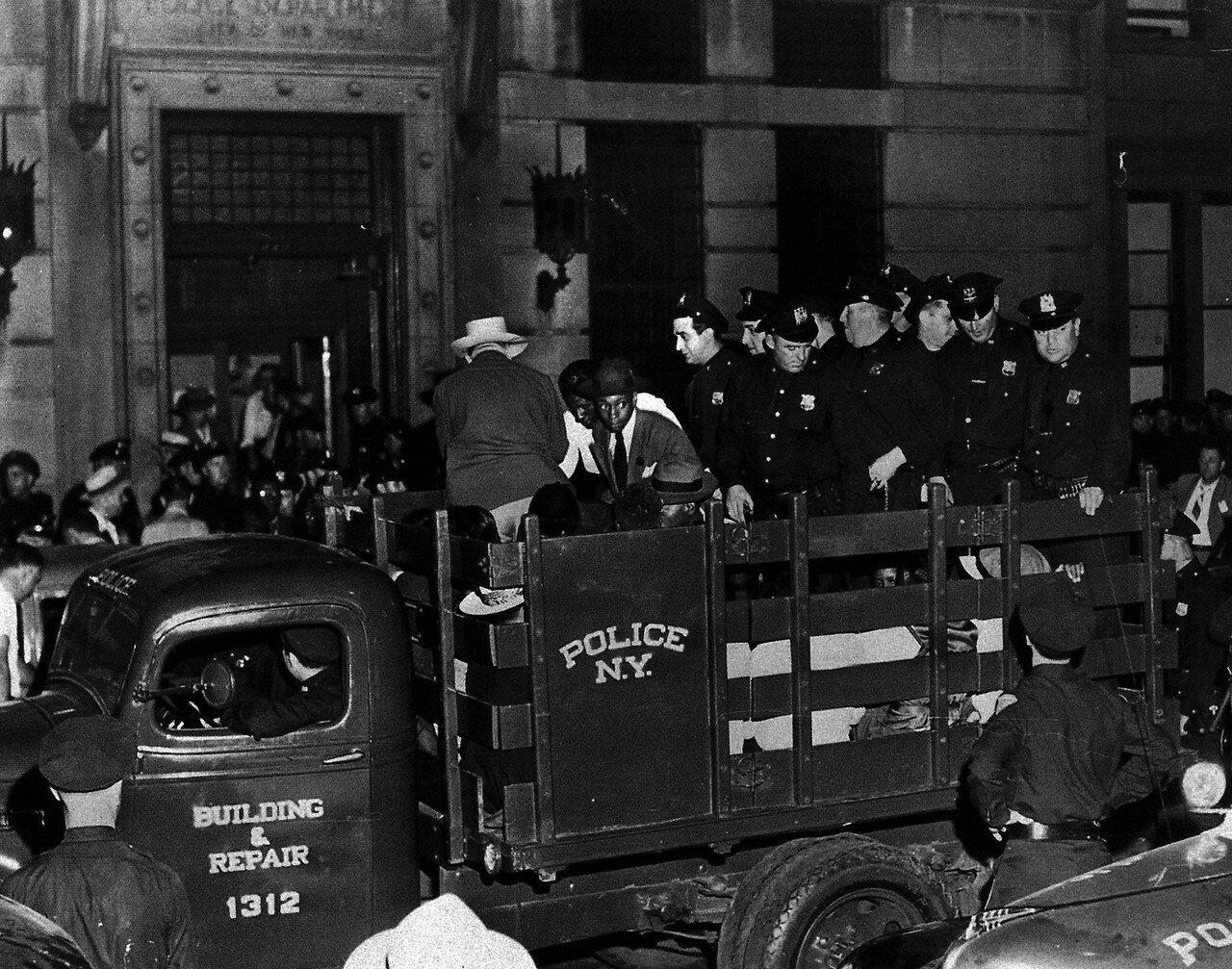 1943. 2 августа. Белый полицейский подстрелил негра