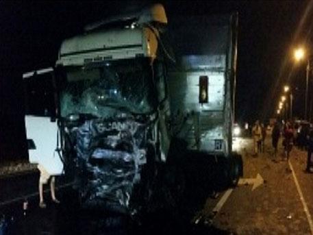 Под Пензой БМВ  столкнулась с фургоном  Scania