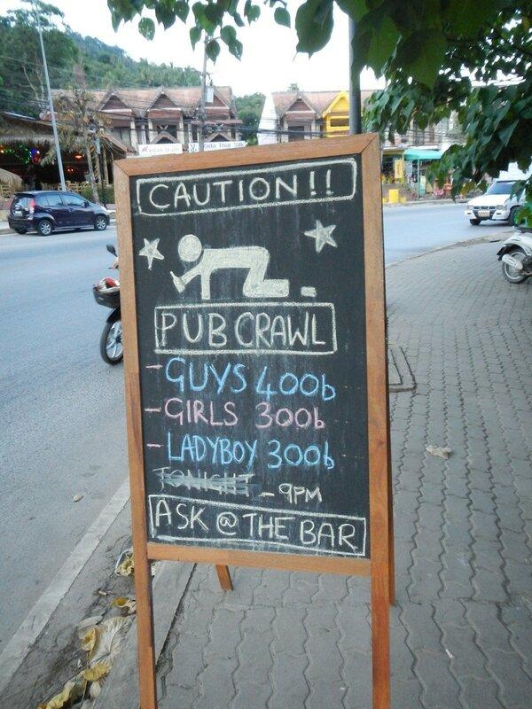 Рекламный плакат перед баром в Ао Нанге