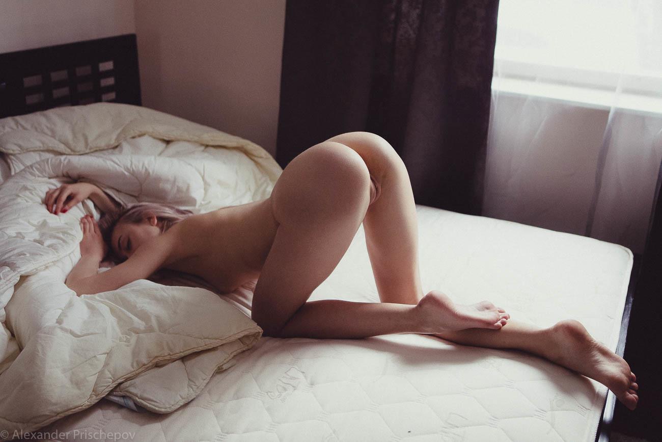 Утром в кровати голая, Видео Suzie Carina нежная голая девушка нежится 12 фотография