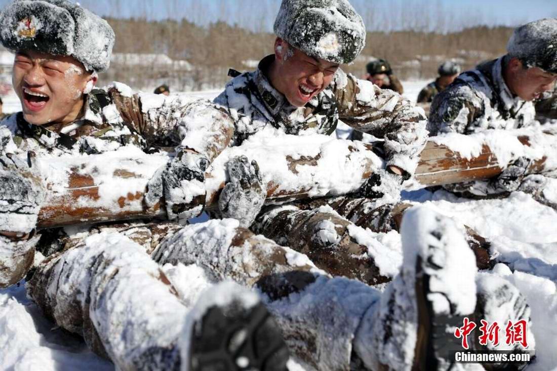 Физическая подготовка солдат китайской армии в зимних условиях (1)