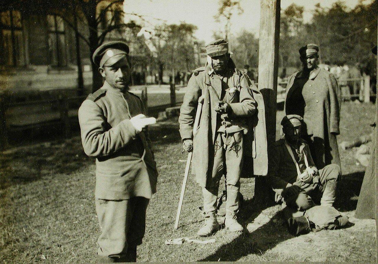 09. Русские и австрийские раненые солдаты