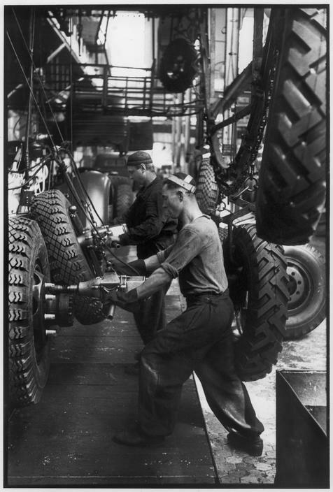 1954. Москва. Завод «ЗИС» Производство грузовиков