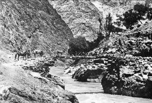 Отдых на мосту через Заровшан