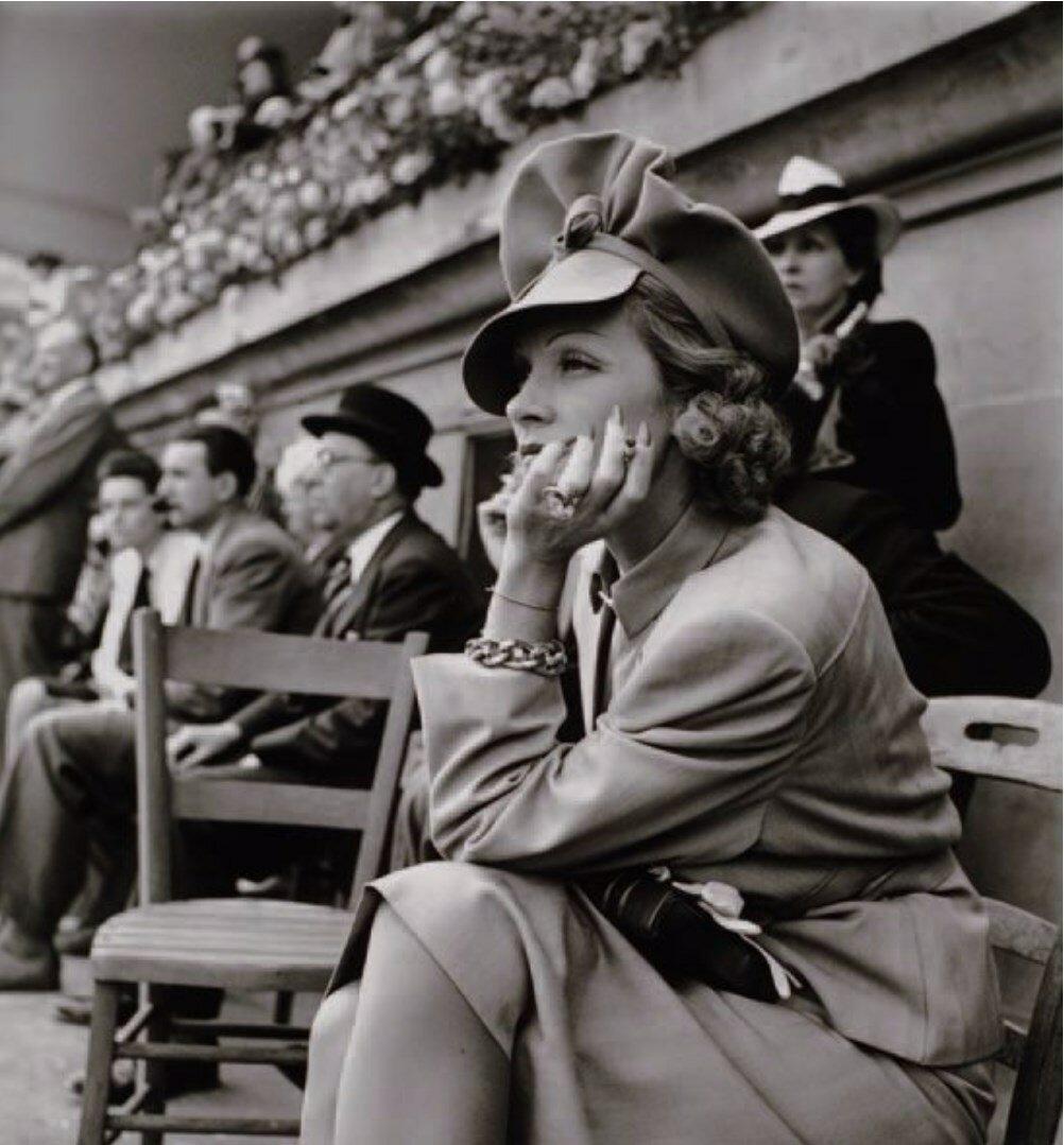 1938. Марлен Дитрих на ипподроме