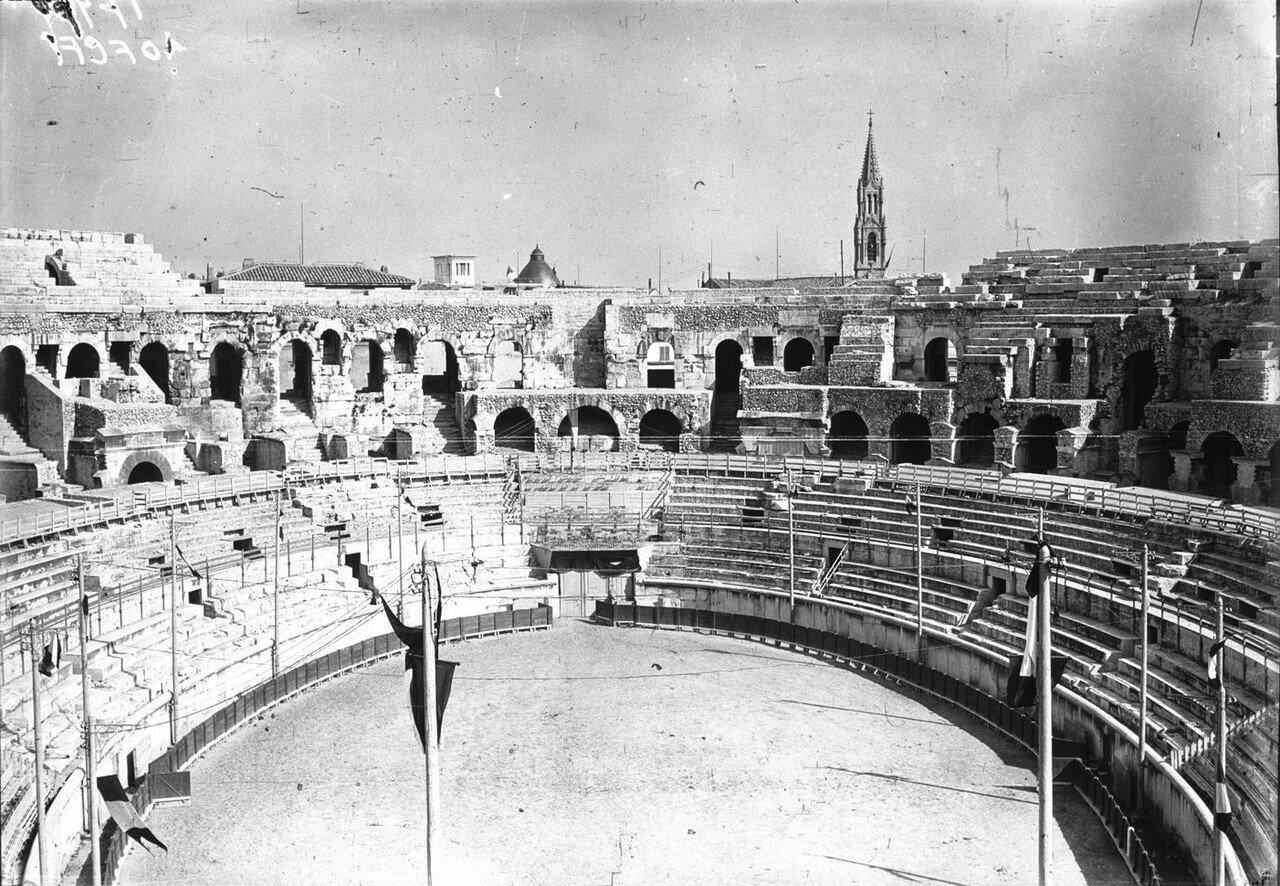 1924. Президент Гастон Думерг в Ниме. 05. Арена