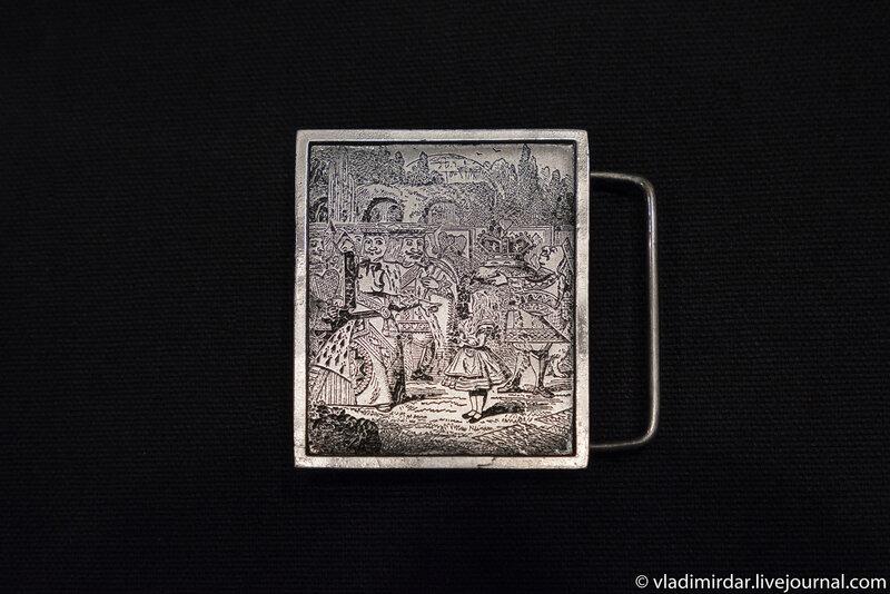 Алиса и игральные карты - Винтажная поясная серебряная пряжка – серия Алиса в Стране Чудес