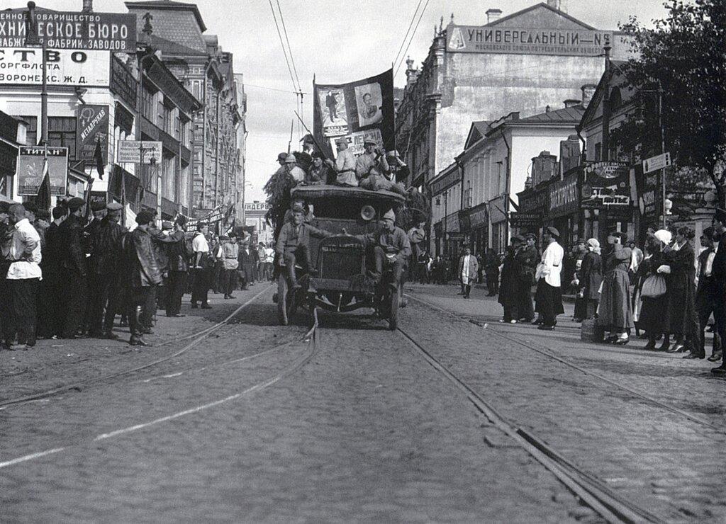 Agitational car on Myasnitskaya Street, Moscow; photo by Arkady Shaikhet, 1924.jpg