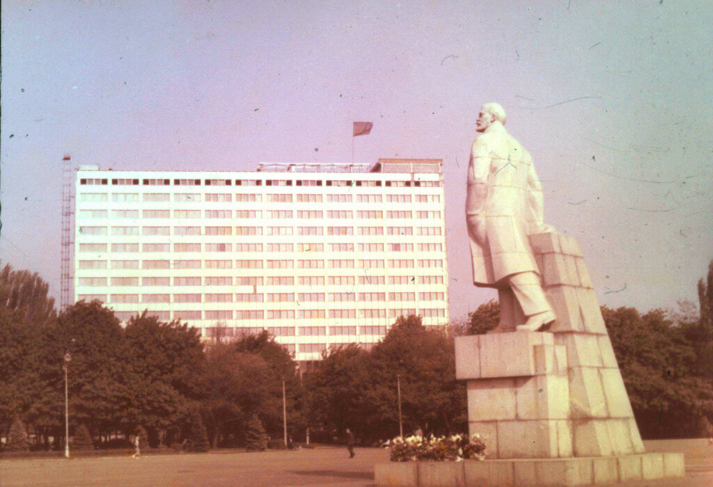 1970 Ploqad Oktiabrskoi Revoluzii.jpg