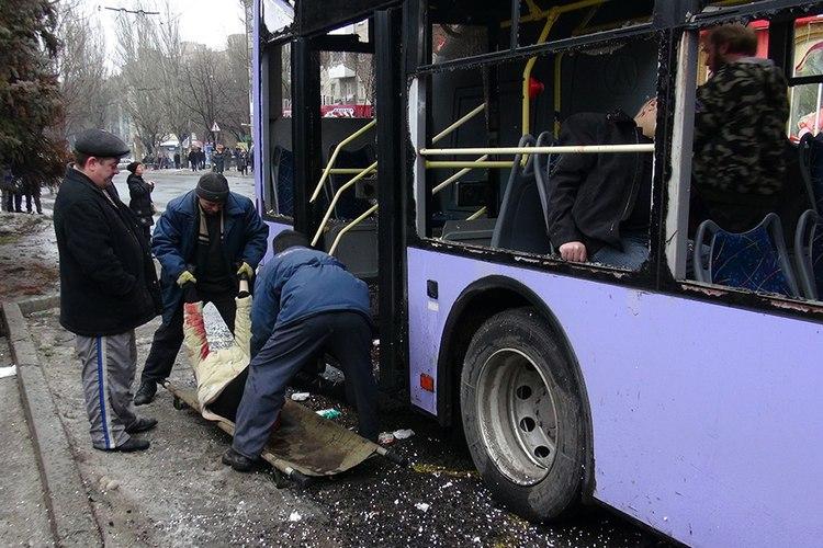 На месте обстрела троллейбуса в Донецке