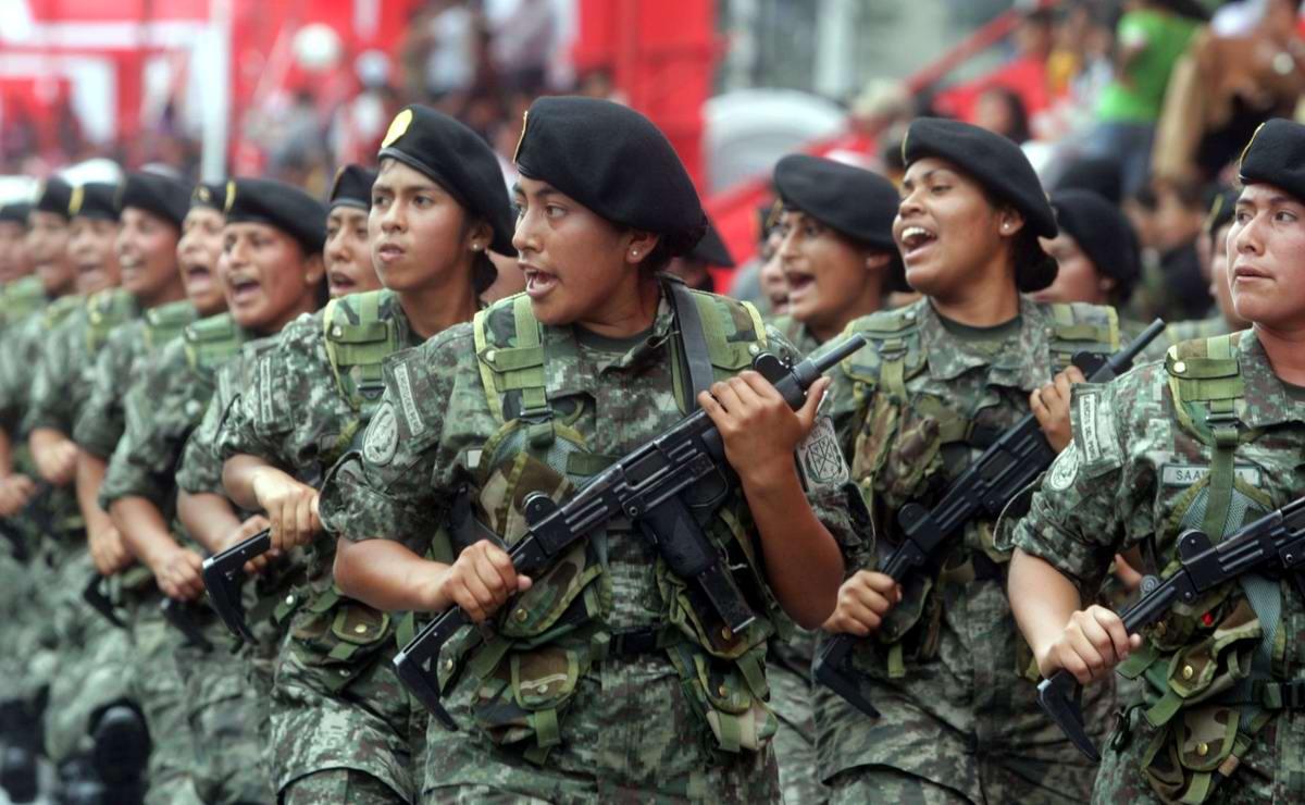 Очень грозная сила: Девушки в армейской униформе (23)