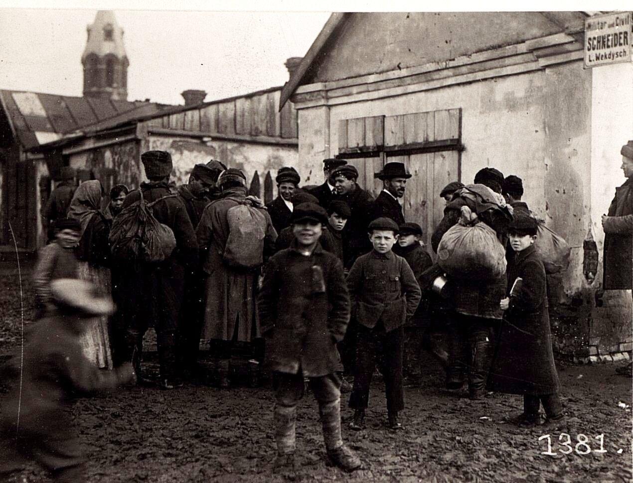 Местные дети