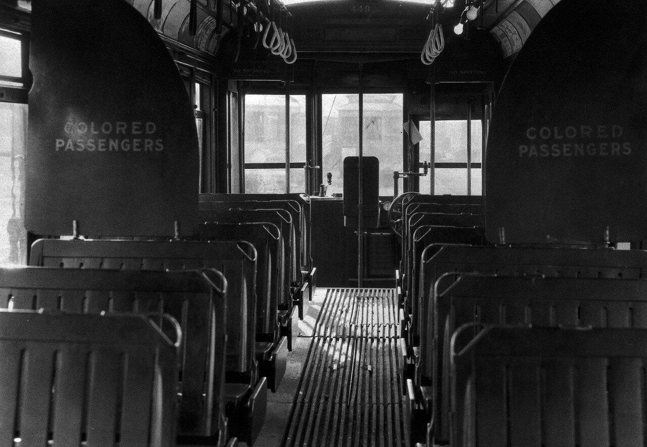 1925-1932. Расовая сегрегация в автобусе. Бирмингем, Алабама