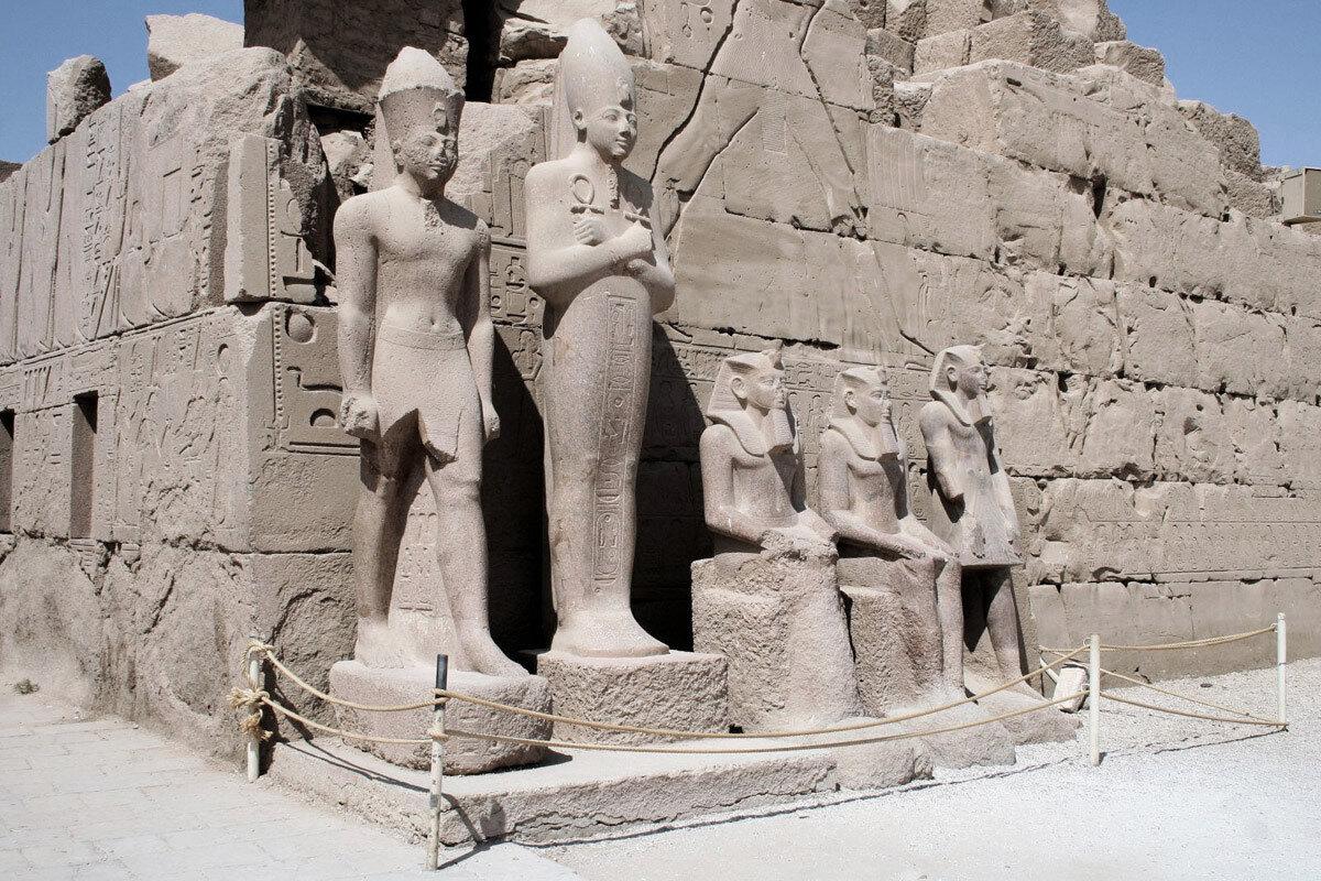 Карнак. Статуи храма
