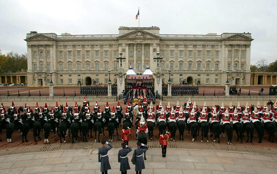 Видите 12 британских кавалеристов в джунглях? А они есть!