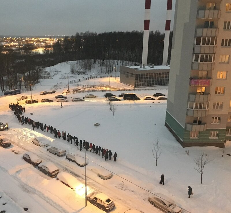 Очередь на маршрутку в Санкт-Петербурге