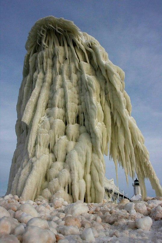 Замерзшие маяки — фантастическое зрелище