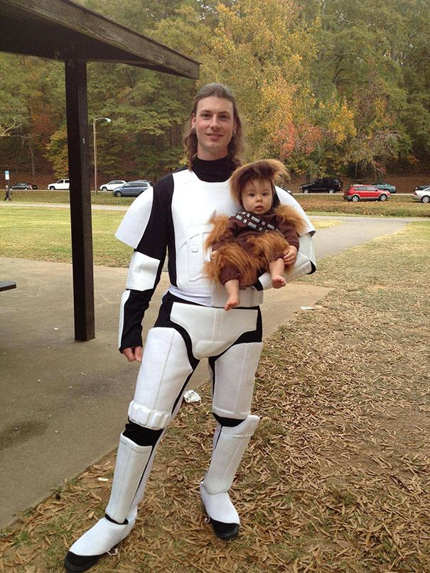 Имперский пехотинец и маленький Чуи.