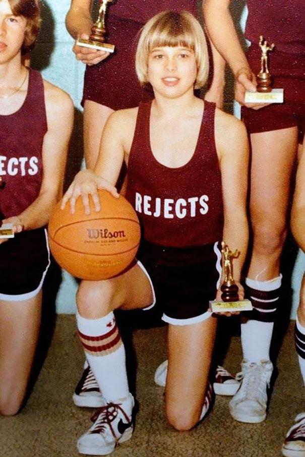 14-летний Брэд Питт со своей баскетбольной командой в 1977 году.