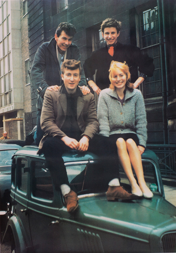 19-летний Джон Леннон со своей первой женой Синтией, 1959 год.