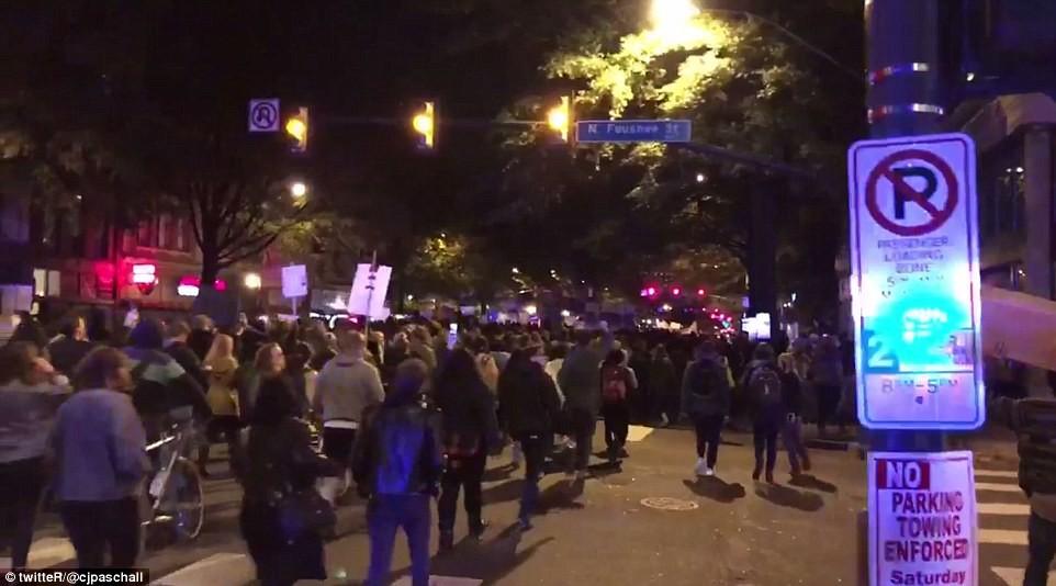 Вашингтон Число протестующих против избранного президента США Дональда Трампа в Вашингтоне возросло