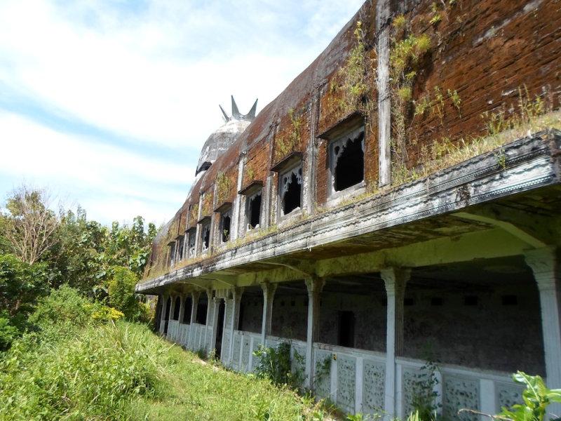 В настоящее время здание находится в совершенно плачевном состоянии и разрушается на глазах