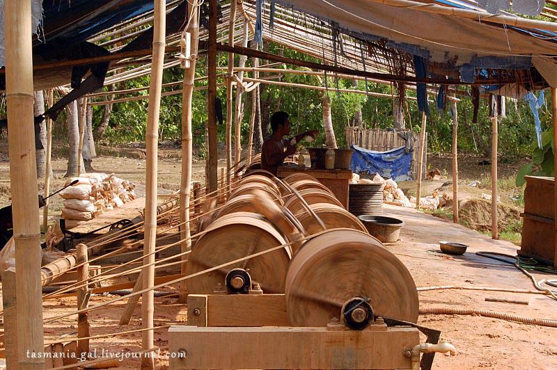 Как добывают золото на острове Ломбок, Индонезия (21 фото)