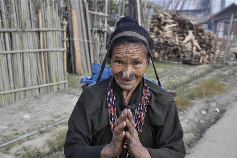 Весьма странные представления о женской красоте у народа апатани, проживающего на северо-востоке