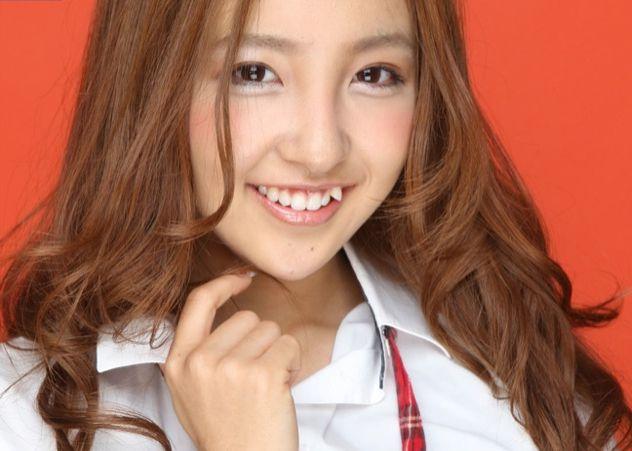 Пока на Западе активно культивируется культ белоснежной и ровной улыбки, в Японии прочно вх