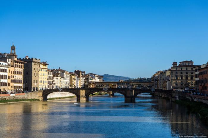 В таком виде мост задумал и построил один из самых важных для Флоренции архитекторов Бартоломео Амма
