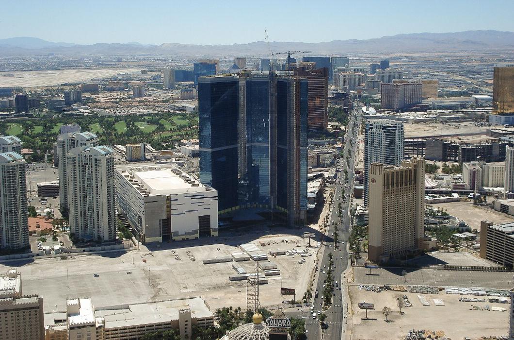 А Лас-Вегас — исключительно ночью и желательно с земли.