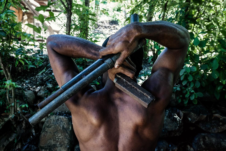 Кроме Стивена Дюпона, криминальную жизнь Новой Гвинеи удалось раскрыть российскому журналисту Владу