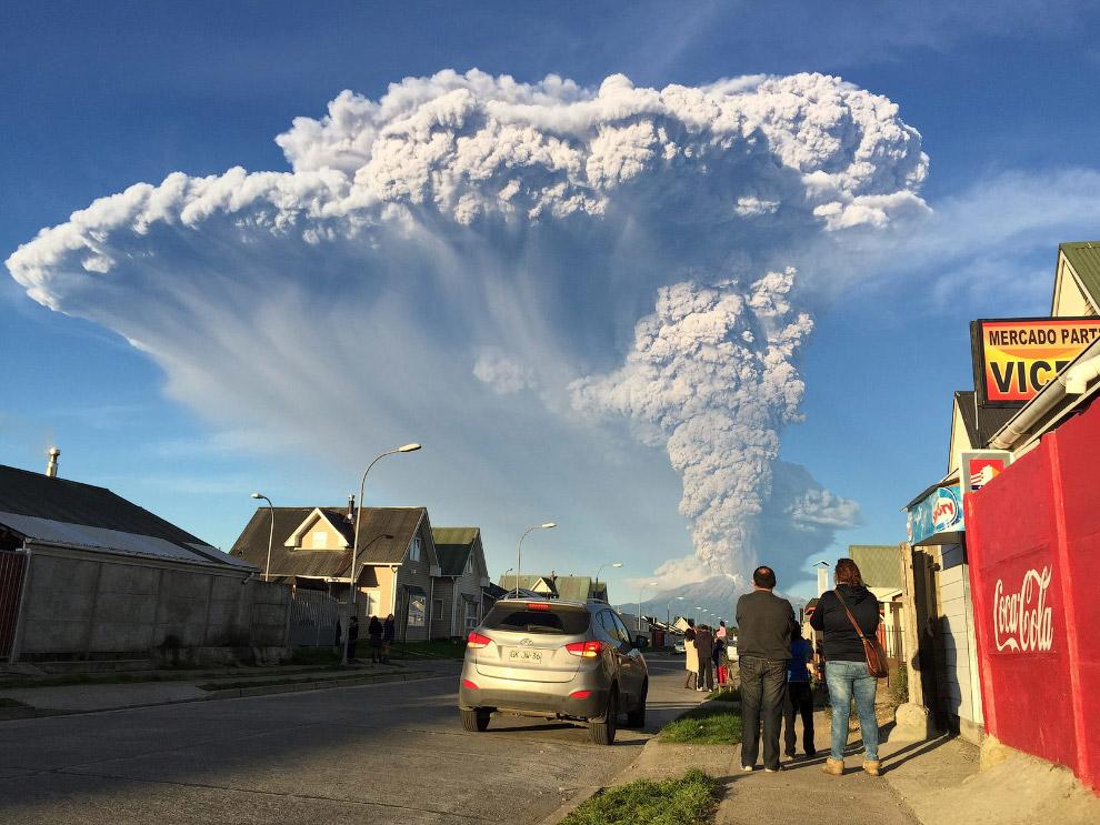 11. Извержение вулкана Кальбуко в Чили, 23 апреля 2015. (Фото Martin Bernetti | AFP | Getty Ima