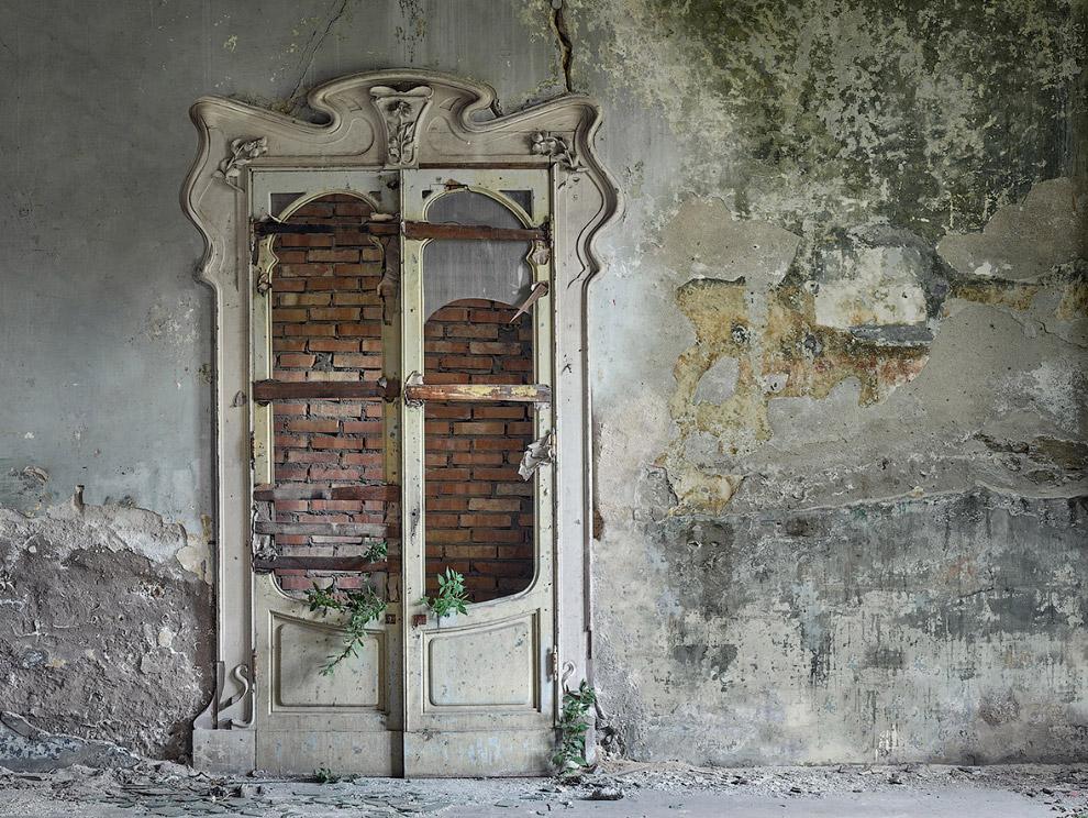 7. А здесь точно хозяйничают призраки. (Фото Rebecca Bathory):