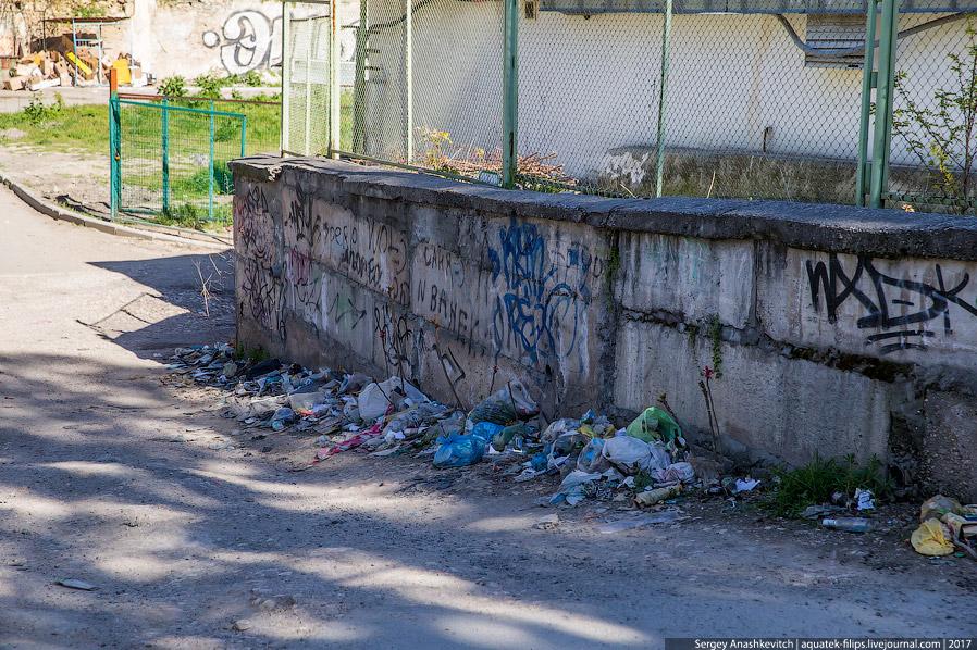 7. Но, справедливости ради, нужно сказать, что все же с мусором пытаются активно бороться и кое