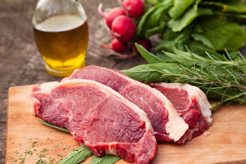 Красное мясо вредит здоровью, считают ученые