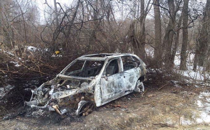 Два трупа найдено всгоревшем БМВ вселе под Новосибирском