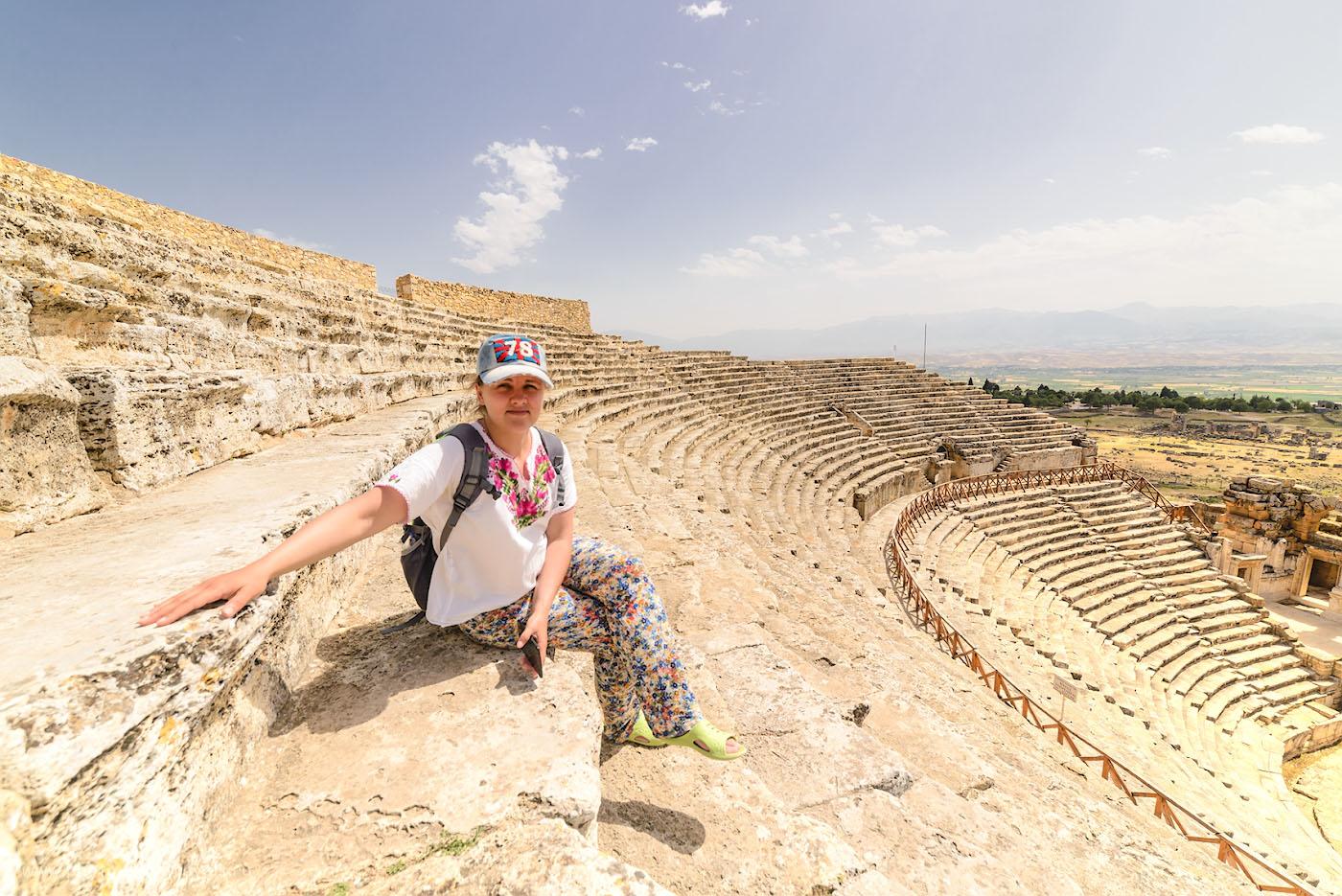 Фотография 18. Экскурсия в амфитеатр, построенный во II-III веках, реконструированный в 1960-2013 годах. Отчет о поездке в Иераполис, что находится в Памуккале в Турции. 1/320, 8.0, 100, 14.