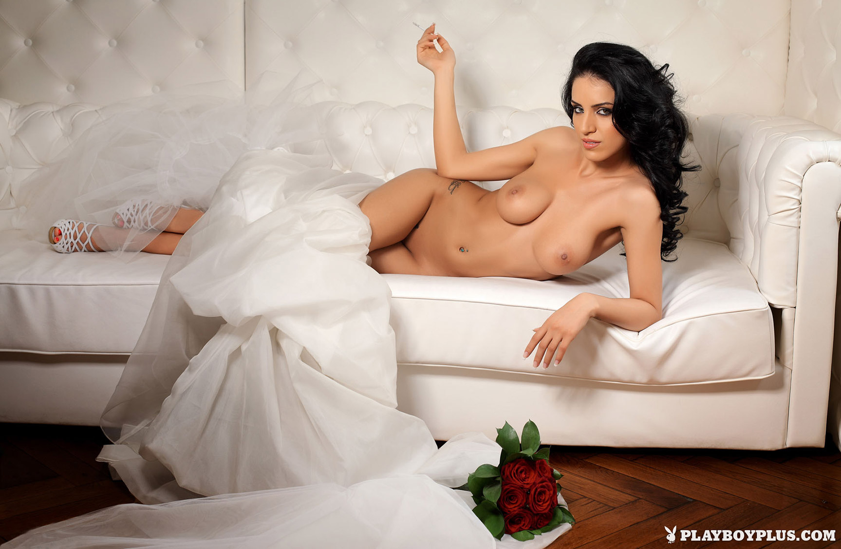 голая невеста Аделина Варчю / Adelina Varciu - Playboy Romania may 2010