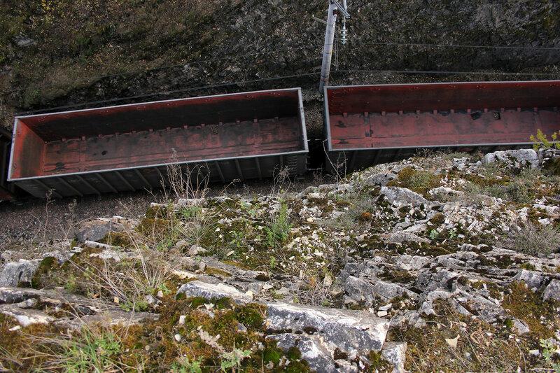 2ЭС6-535 Синара на перегоне Биянка - Симская, вагоны сверху