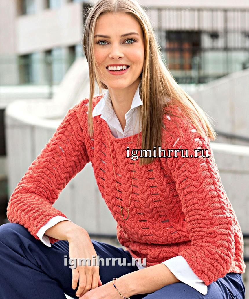 Коралловый пуловер с узором из кос с разрезами. Вязание спицами