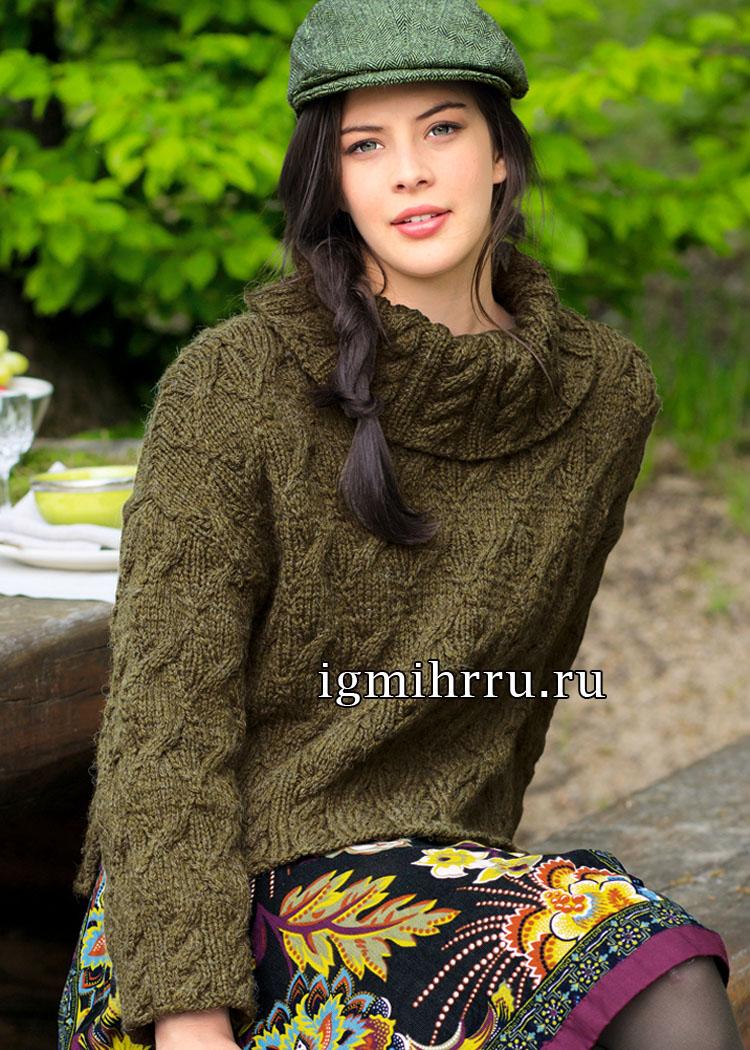 Оливковый свитер с узорами из кос и широким воротником. Вязание спицами
