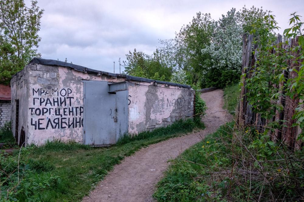 надпись на стене мрамор гранит